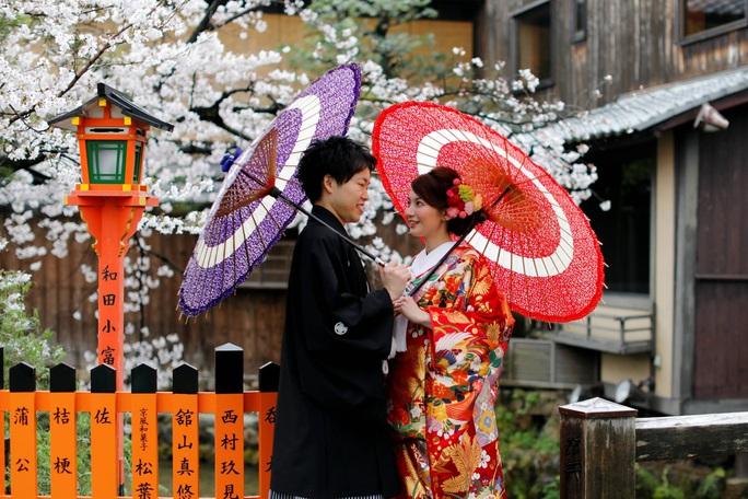 Nhật Bản cậy nhờ bà mối khác thường - Ảnh 1.