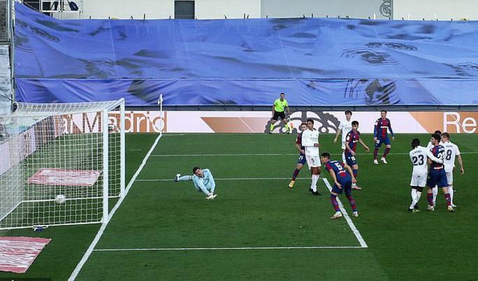 Thẻ đỏ nghiệt ngã, Real Madrid bị Levante quật ngã trên sân nhà - Ảnh 8.
