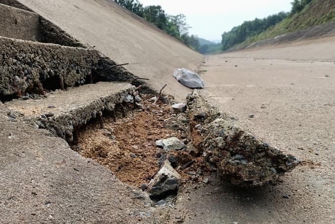 Kênh 4.300 tỉ đứt gãy giữa mùa khô: Lộ nhiều điểm nứt, hư hỏng sau sự cố - Ảnh 15.
