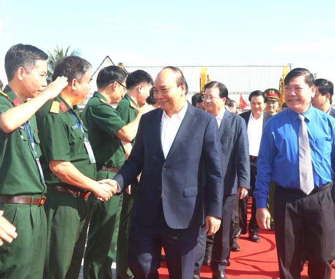 Thủ tướng phát lệnh khởi công tuyến cao tốc Mỹ Thuận - Cần Thơ - Ảnh 1.
