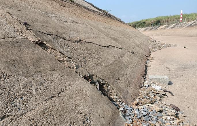 Kênh 4.300 tỉ đứt gãy giữa mùa khô: Lộ nhiều điểm nứt, hư hỏng sau sự cố - Ảnh 4.