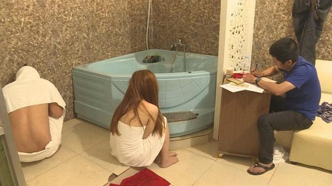 Cho nhân viên bán dâm tại cơ sở massage để… tăng thu nhập - Ảnh 1.