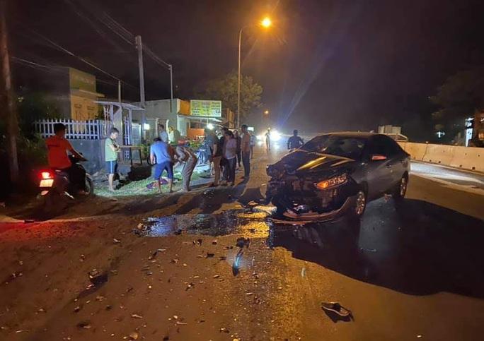 Xe máy bốc cháy, nạn nhân lìa chân sau tai nạn với ôtô - Ảnh 1.