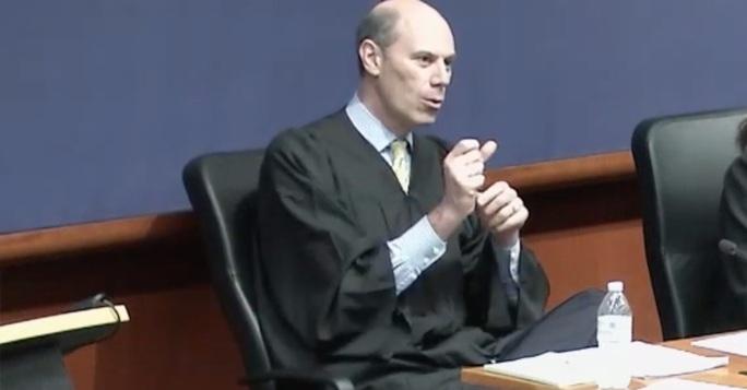 Thẩm phán Mỹ cảnh báo luật sư thân Tổng thống Trump - Ảnh 1.