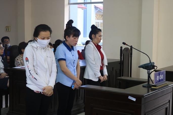 Ba  người phụ nữ  lén lút  làm liều ở Bệnh viện Bà Rịa - Ảnh 1.