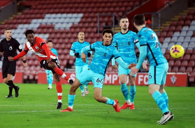 Bại trận vì cố nhân, Liverpool lung lay ngôi đầu Ngoại hạng - Ảnh 4.