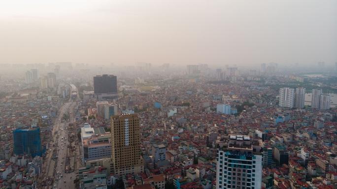 Không khí ở Hà Nội rất xấu, sức khỏe người dân bị ảnh hưởng nghiêm trọng - Ảnh 1.
