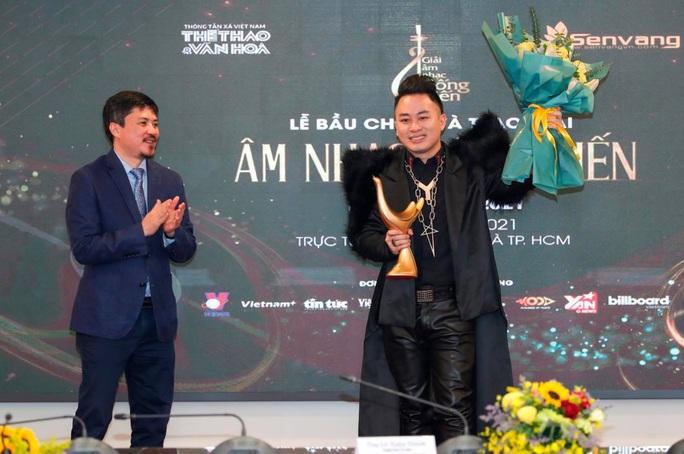 Dế Choắt, Rap Việt giành giải Cống hiến, Tùng Dương lập kỷ lục 13 lần nhận cúp - Ảnh 1.