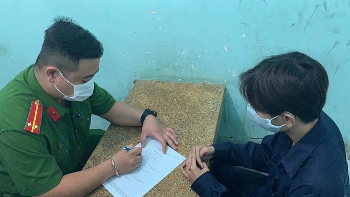 Hai nhóm thanh niên huyết chiến kinh hoàng, 3 người thương tích ở quận Tân Bình - Ảnh 2.