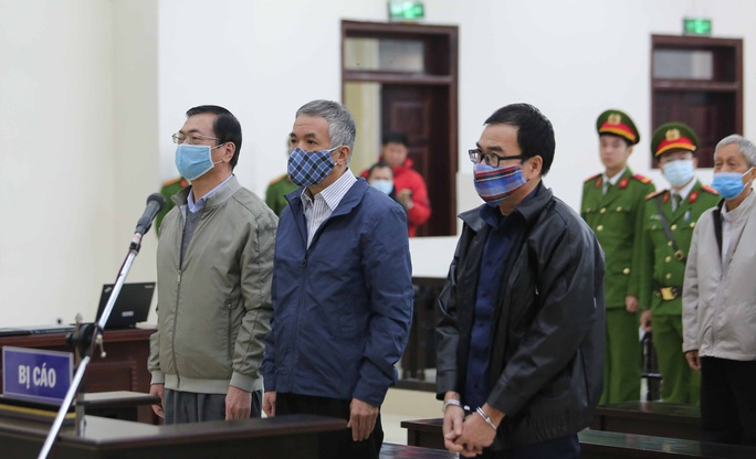 CLIP: Ông Vũ Huy Hoàng đến tòa bằng xe riêng - Ảnh 15.