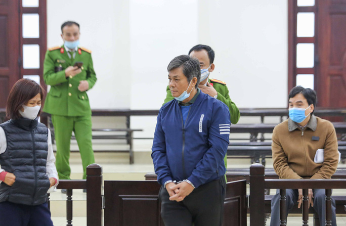 CLIP: Ông Vũ Huy Hoàng đến tòa bằng xe riêng - Ảnh 11.