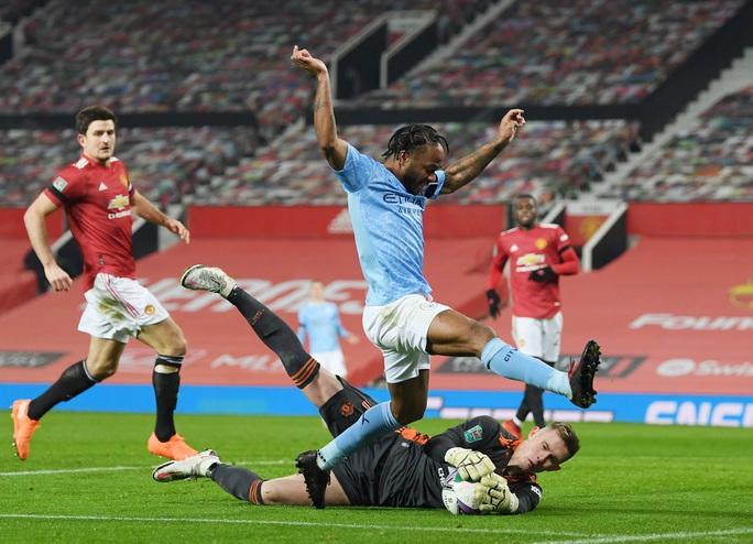 Lập cú đúp ở Old Trafford, Man City đoạt vé chung kết League Cup - Ảnh 2.