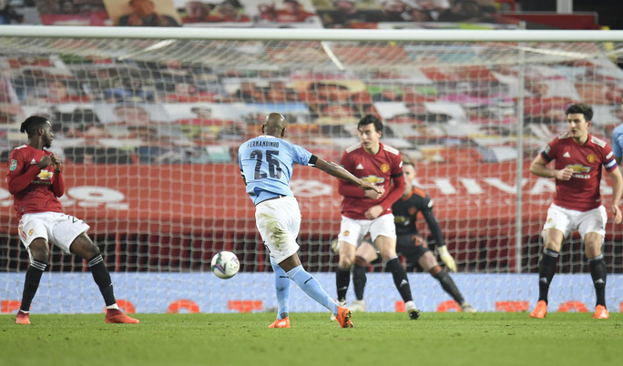 Lập cú đúp ở Old Trafford, Man City đoạt vé chung kết League Cup - Ảnh 6.