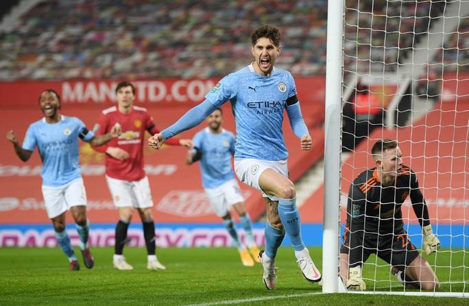 Lập cú đúp ở Old Trafford, Man City đoạt vé chung kết League Cup - Ảnh 4.
