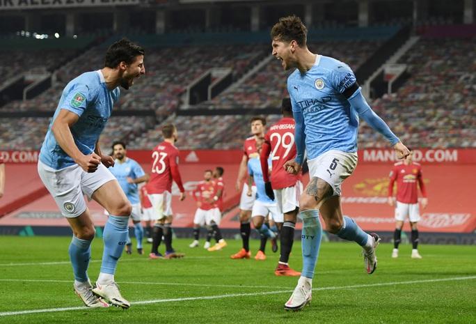 Lập cú đúp ở Old Trafford, Man City đoạt vé chung kết League Cup - Ảnh 5.
