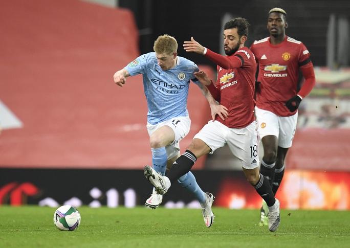 Lập cú đúp ở Old Trafford, Man City đoạt vé chung kết League Cup - Ảnh 1.