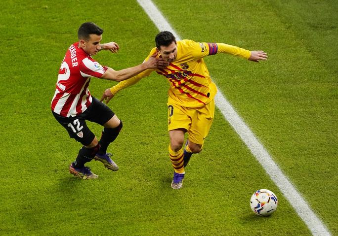 Messi lập cú đúp trước Bilbao, Barca áp sát 2 kình địch Madrid - Ảnh 1.