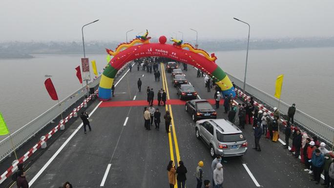 CLIP: Thông xe cầu Thăng Long sau gần 5 tháng sửa chữa - Ảnh 4.