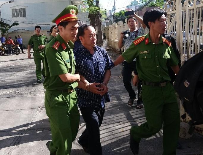 Bắt giam nhiều cán bộ TP Phan Thiết vì sai phạm đất đai - Ảnh 1.