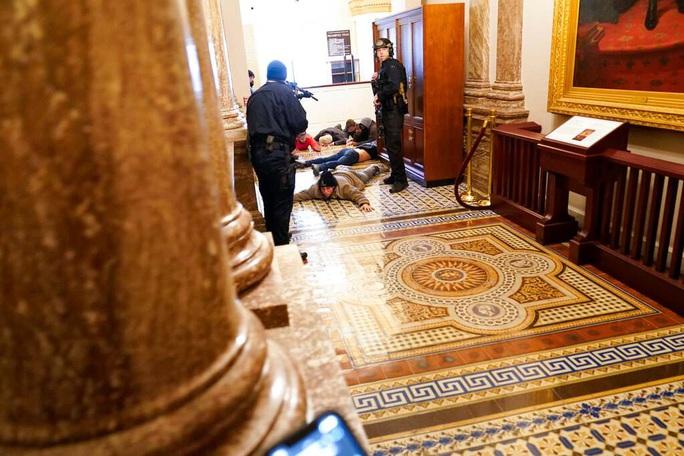 """Laptop """"nhạy cảm"""" bị trộm trong cuộc bạo loạn Quốc hội Mỹ - Ảnh 1."""