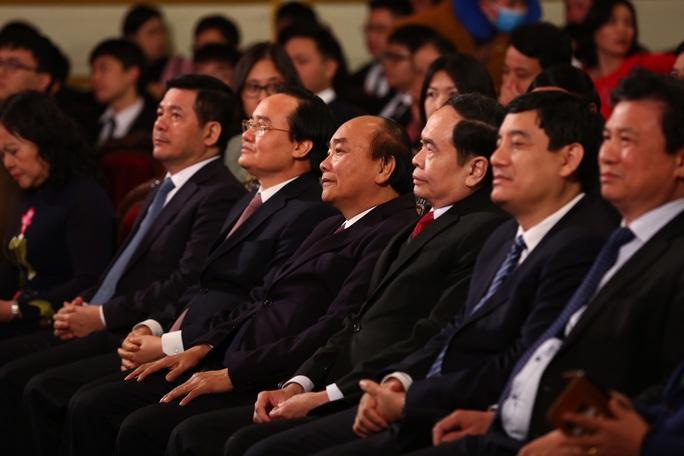 Thủ tướng Nguyễn Xuân Phúc nhắn nhủ các tài năng trẻ nỗ lực vươn lên với những đam mê khát khao - Ảnh 2.