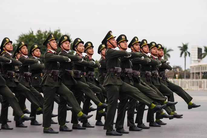Cận cảnh diễn tập bảo vệ nguyên thủ khi có khủng bố - Ảnh 4.