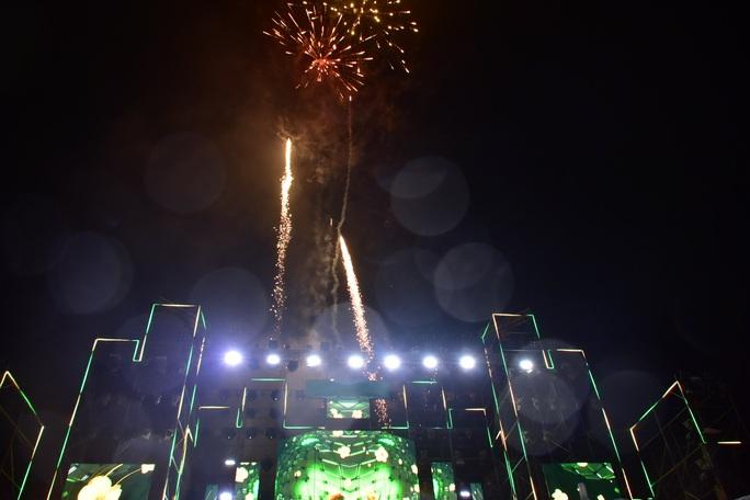 Không được phép vẫn liều bắn pháo hoa tại sự kiện đón chào năm mới - Ảnh 2.