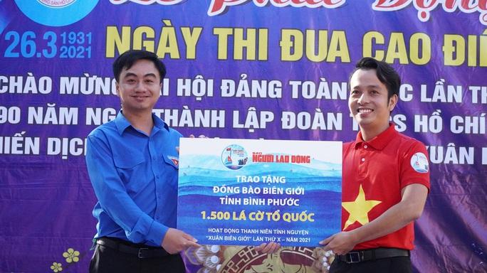 Trao tặng 2.500 lá cờ Tổ quốc tại 2 tỉnh Bình Thuận và Bình Phước - Ảnh 8.