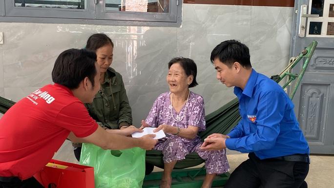 Trao tặng 2.500 lá cờ Tổ quốc tại 2 tỉnh Bình Thuận và Bình Phước - Ảnh 13.