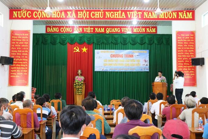 Trao tặng 2.500 lá cờ Tổ quốc tại 2 tỉnh Bình Thuận và Bình Phước - Ảnh 2.