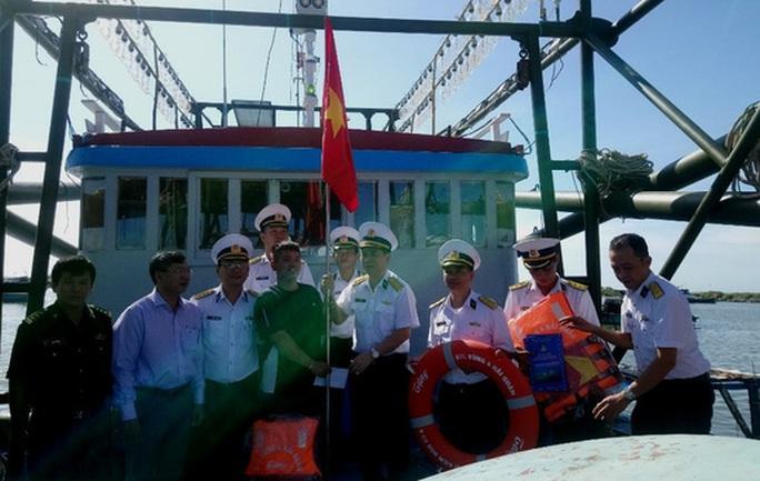 Trao tặng 2.500 lá cờ Tổ quốc tại 2 tỉnh Bình Thuận và Bình Phước - Ảnh 6.