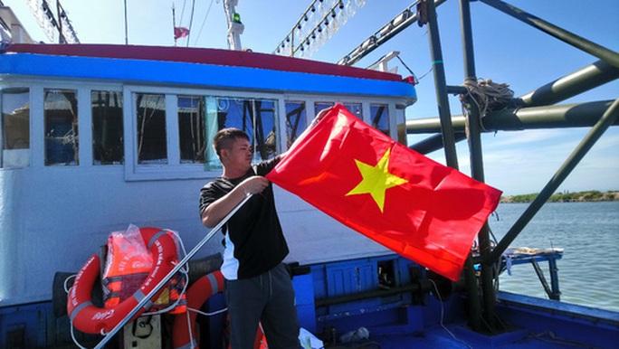 Trao tặng 2.500 lá cờ Tổ quốc tại 2 tỉnh Bình Thuận và Bình Phước - Ảnh 7.