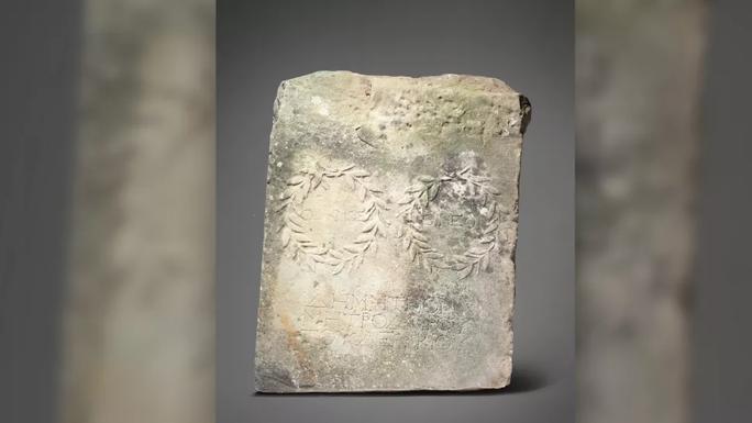 Nhặt đá kê chuồng ngựa, 20 năm sau mới biết lá báu vật - Ảnh 1.
