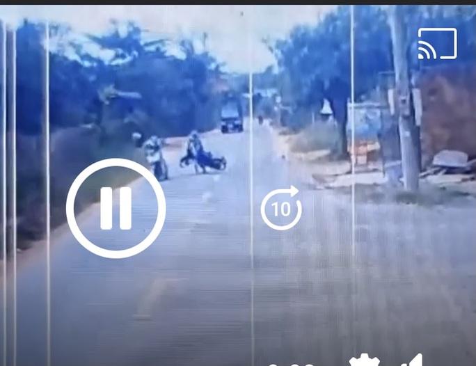 Phẫn nộ với clip bị hành hung sau va chạm giao thông ở Bình Phước - Ảnh 2.
