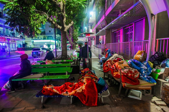 CLIP: Ấm lòng những cây máy sưởi trong Bệnh viện Bạch Mai ngày lạnh giá - Ảnh 13.