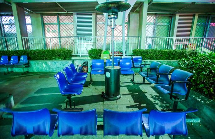 CLIP: Ấm lòng những cây máy sưởi trong Bệnh viện Bạch Mai ngày lạnh giá - Ảnh 6.