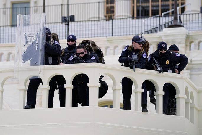 Những tình tiết gây sốc về vụ bạo loạn tại tòa nhà Quốc hội Mỹ - Ảnh 2.