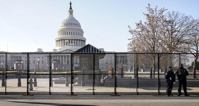 Những tình tiết gây sốc về vụ bạo loạn tại tòa nhà Quốc hội Mỹ - Ảnh 3.