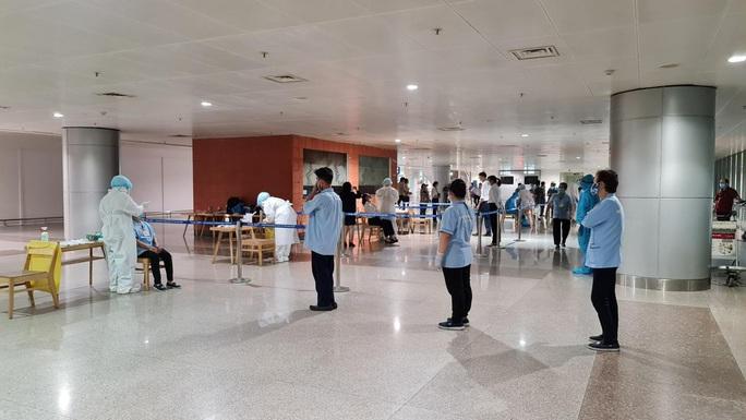 TP HCM: Kết quả xét nghiệm 47 người tiếp xúc nhân viên sân bay mắc Covid-19 - Ảnh 1.