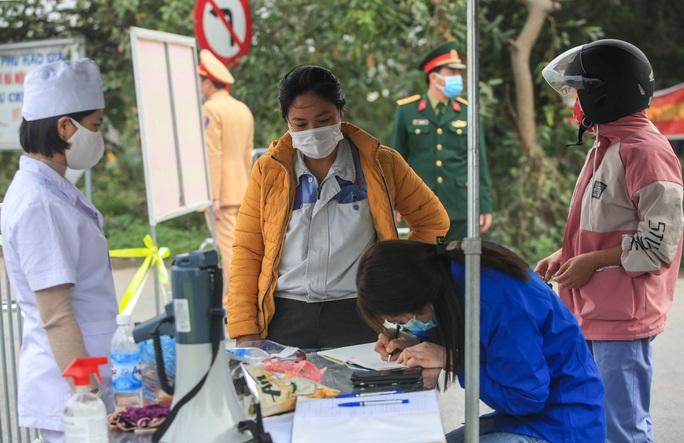 CLIP: Xuất hiện chùm ca bệnh Covid-19 mới, khoảng 1.700 hộ dân bị cách ly - Ảnh 10.