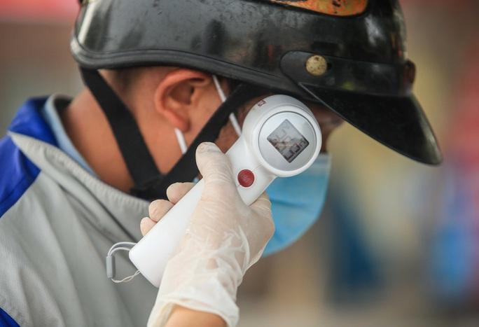 CLIP: Xuất hiện chùm ca bệnh Covid-19 mới, khoảng 1.700 hộ dân bị cách ly - Ảnh 4.