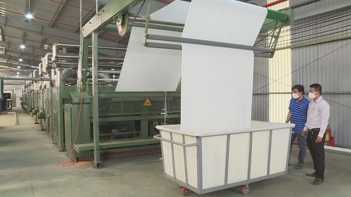 Doanh nghiệp Việt chi 180 tỉ đồng mở nhà máy làm nguyên liệu để sản xuất khẩu trang - Ảnh 1.