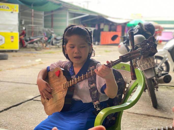 VIDEO: Cây đàn độc nhất vô nhị ở Việt Nam ra đời thế nào? - Ảnh 6.