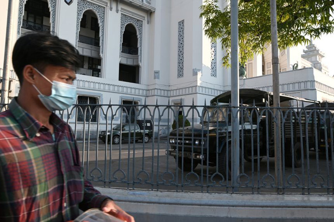 Quân đội Myanmar nắm quyền, ban bố tình trạng khẩn cấp - Ảnh 2.