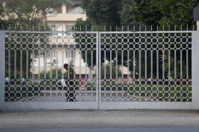 Quân đội Myanmar nắm quyền, ban bố tình trạng khẩn cấp - Ảnh 1.