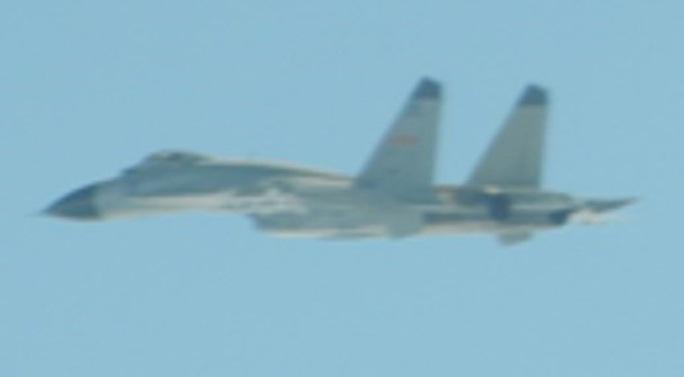 Nóng: Máy bay Mỹ-Trung ồ ạt áp sát Đài Loan - Ảnh 1.