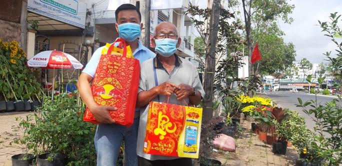 Tết ấm cho người vô gia cư trao quà cho người dân tại Cần Thơ - Ảnh 16.