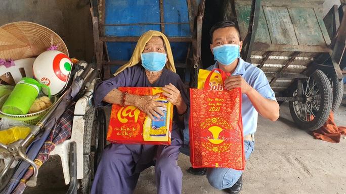 Tết ấm cho người vô gia cư trao quà cho người dân tại Cần Thơ - Ảnh 1.