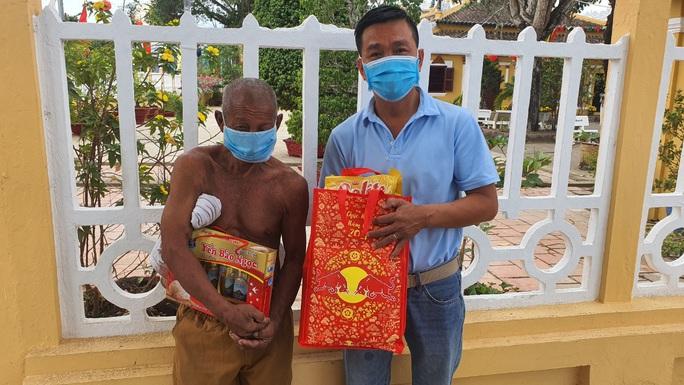 Tết ấm cho người vô gia cư trao quà cho người dân tại Cần Thơ - Ảnh 9.