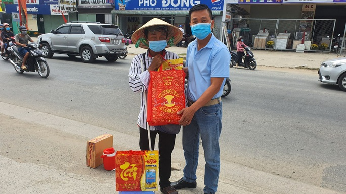 Tết ấm cho người vô gia cư trao quà cho người dân tại Cần Thơ - Ảnh 10.